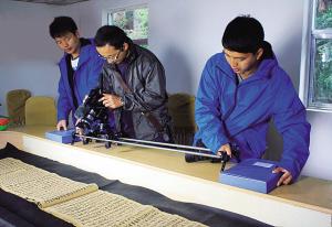 央视 探索发现 拍摄美姑县彝族毕摩文献档案图片
