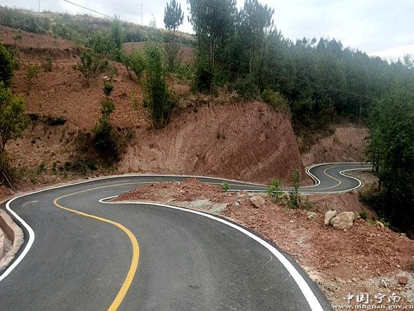 宁南县加快资源路产业路旅游路项目建设助力乡村振兴发展