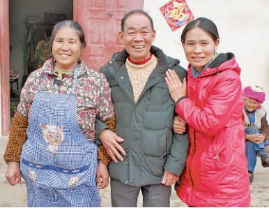 西昌66岁罗启勋无私照顾百名孤寡老人33年